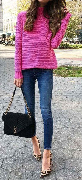 Pink turtleneck with turtleneck and leopard print