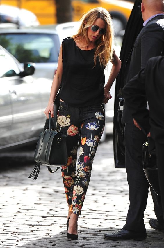 20 Cute Floral Pants Outfits To Rock This Spring - Styleohol