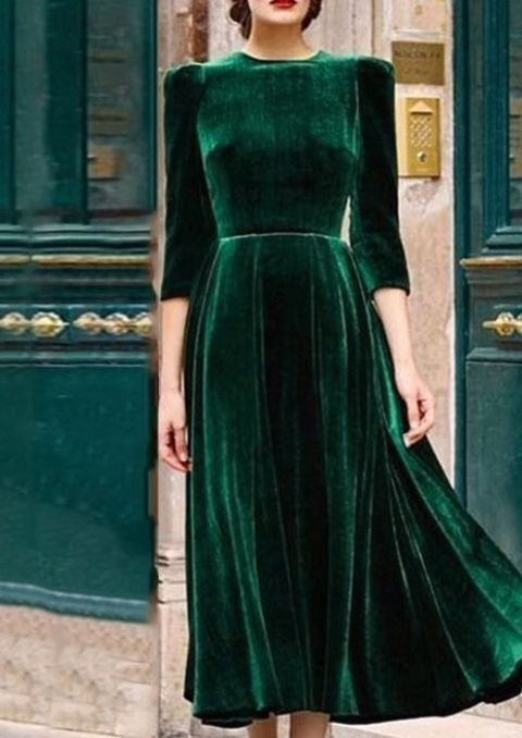 1930's inspired hunter green velvet dress. I can see #meghanmarkle .