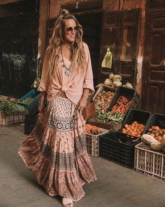 Hippie Style Fall Outfit | Boho outfits, Boho floral maxi dress .