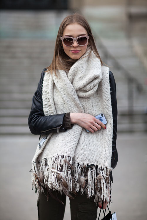 How To Style: Winter Oversized Scarves For Women 2020 | FashionGum.c