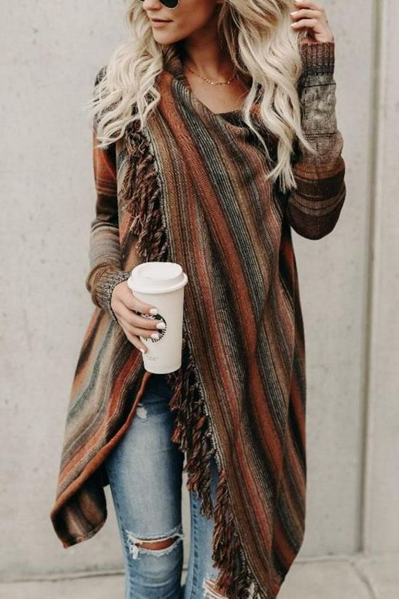 Complete Guide: How To Wear A Poncho (40+ Outfit Ideas) 2020 .