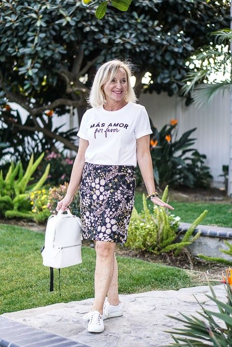How to style a graphic tee with a floral skirt – aquamarinastyle.c