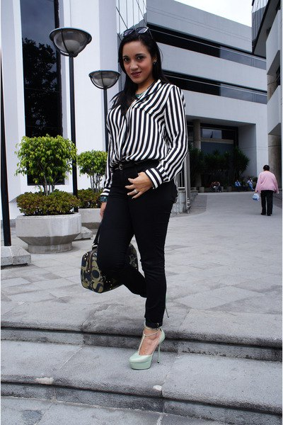 How to Wear Black and White Striped Shirt for Women - FMag.c