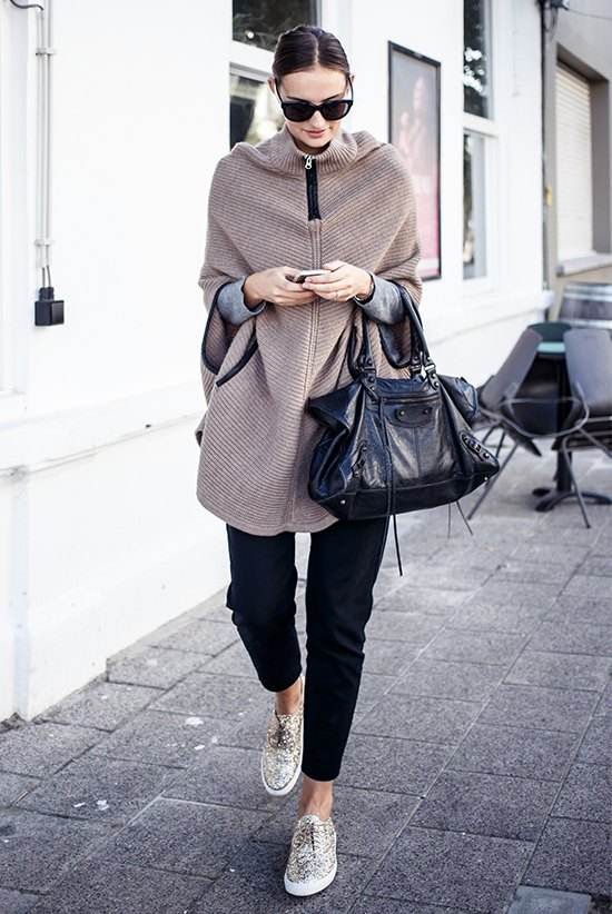 How to Wear Cape Sweater: 12 Cozy & Attractive Outfit Ideas for .