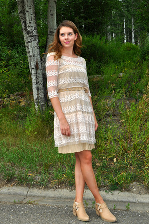 How to Wear Cream Lace Dress - Search for Cream Lace Dress   Chictop