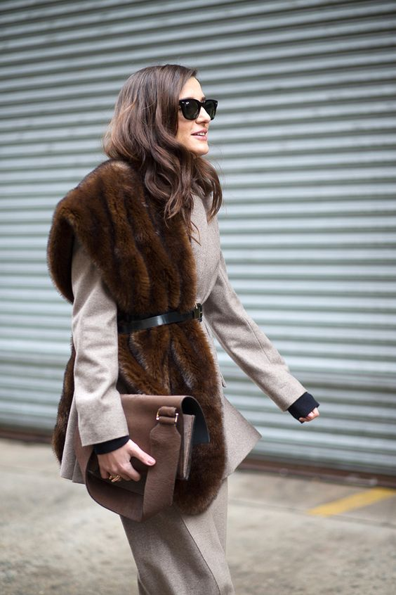 14 Chic Ways to Wear Faux Fur Scarf: Trendy Winter Accessory .