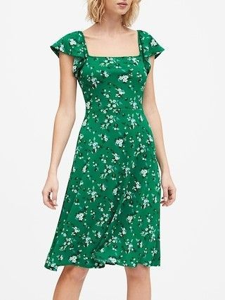 5 Tips for How to Wear Green - Carrie Colbert in 2020 | Satin midi .