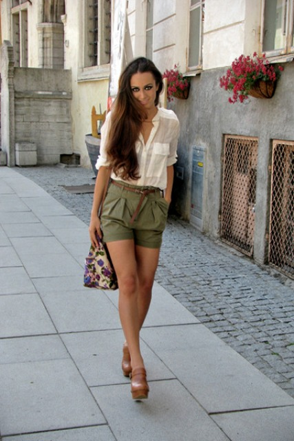 23 Olive Green Shorts Outfits For Ladies - Styleohol