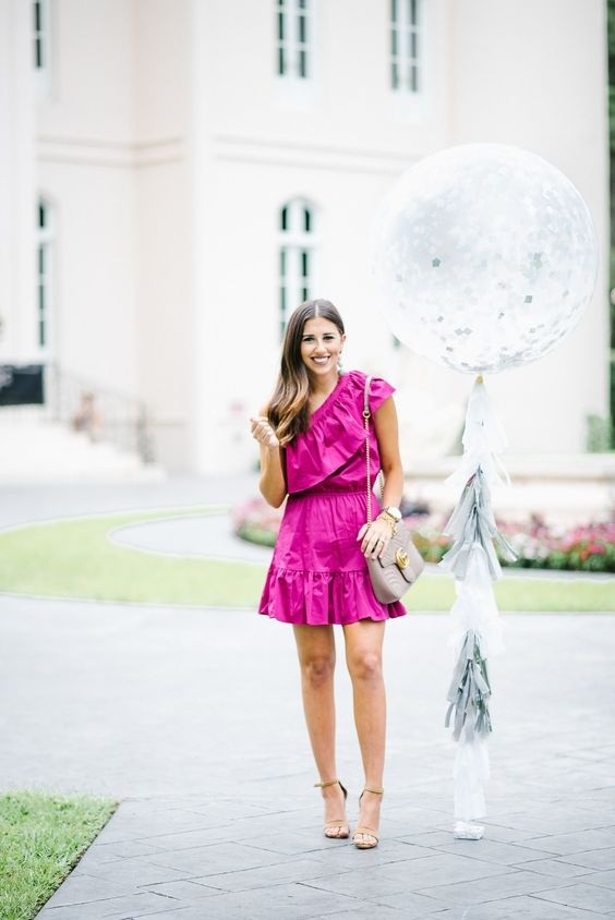 How to accessorize a hot pink dress - Quo