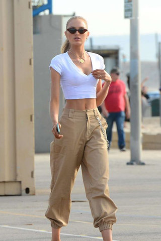 27 Outfit Ideas to Wear Cargo Pants in a Posh W