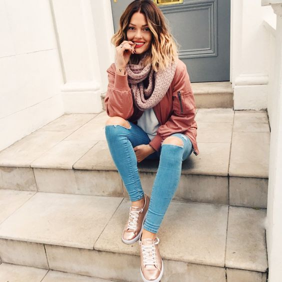 20 Style Tips On How To Wear Metallic Gold Shoes | Gold sneakers .
