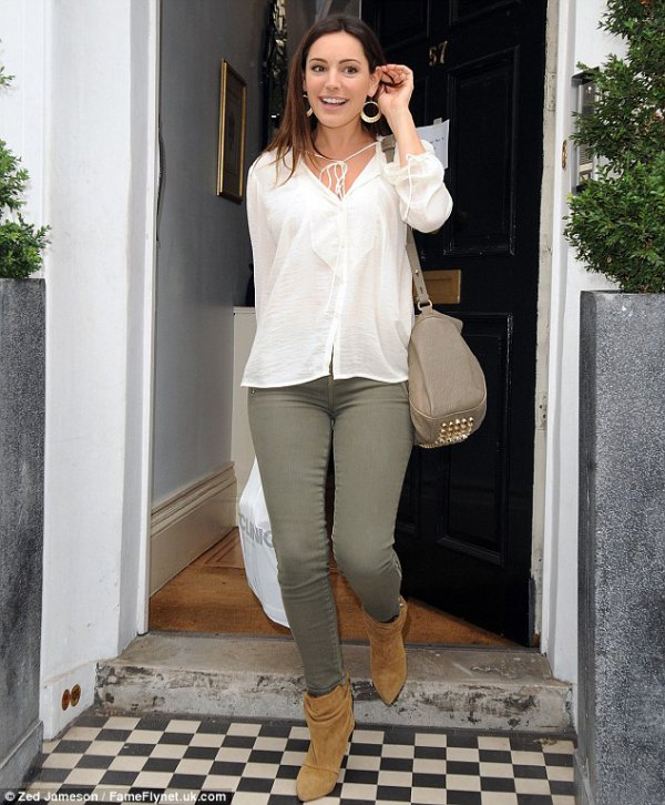 How to Wear Olive Green Jeans: 15 Refreshing & Stylish Outfits for .