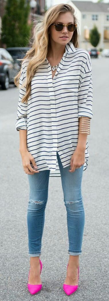 Street style. Oversize striped shirt, skinny jeans, pink pointed .