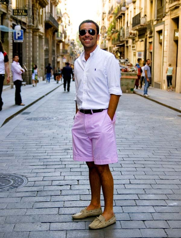 What color shirt should I wear with pink shorts? - Quo