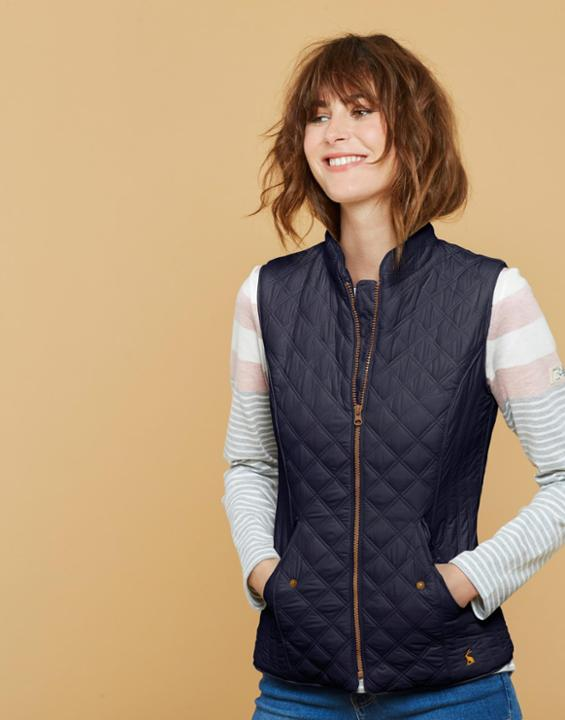 15 Best Ways on How to Wear Quilted Vest for Women - FMag.c