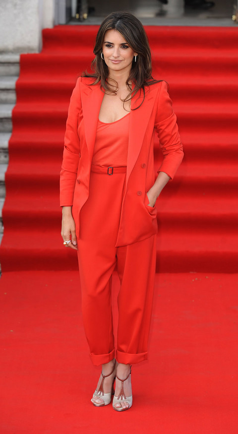 Seeing red: Blake Lively + Rihanna wear red suits | Snap Fashi