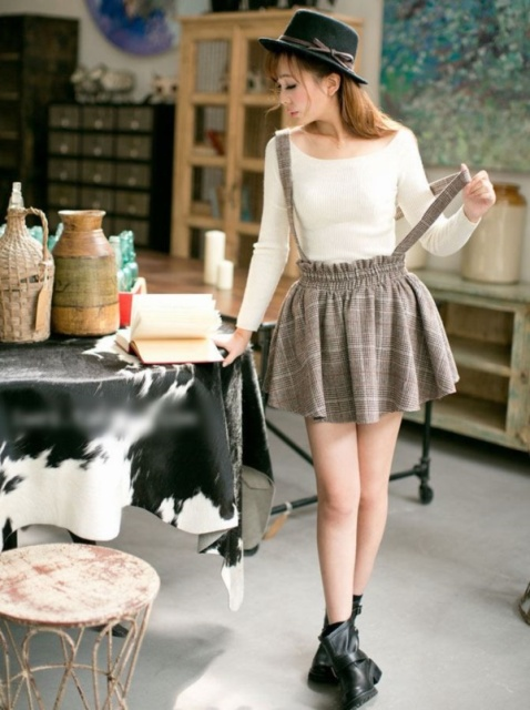 20 Ideas To Wear Skirts With Suspenders - Styleohol