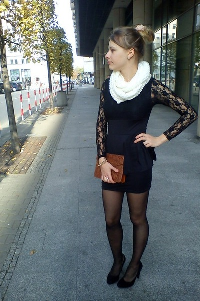 Black Poliester Dresses, White Wool Scarves, Bronze Leather Bags .