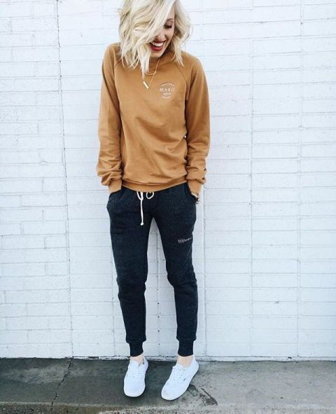 21 Women Outfits With Jogger Pants - Styleohol