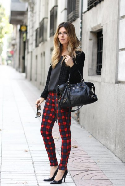 Cardigan with black and white checked leggings