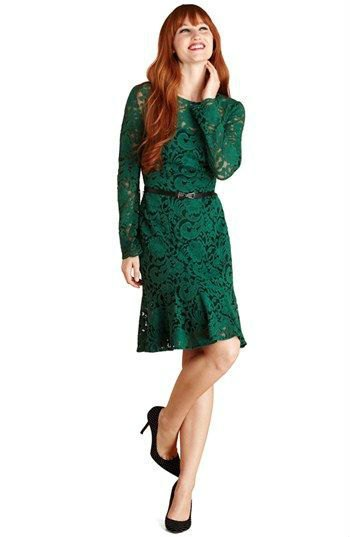 Pointed long-sleeved knee-length dress with belt and black heels