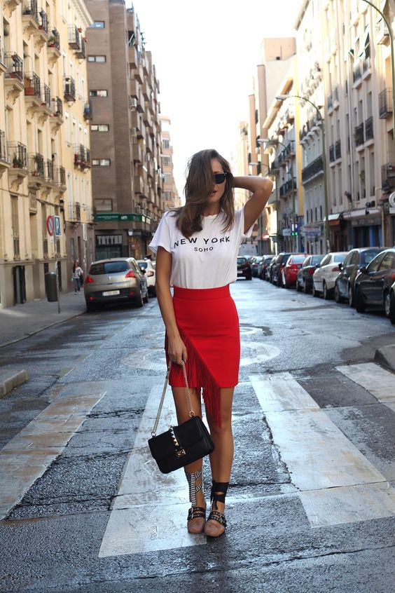 Lace-up red skirt