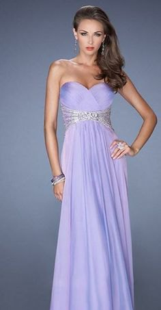 Maxi dress made of lavender silk and tulle with sequin details