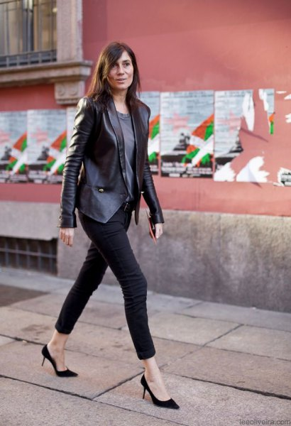 Leather blazer with a gray T-shirt and black skinny jeans