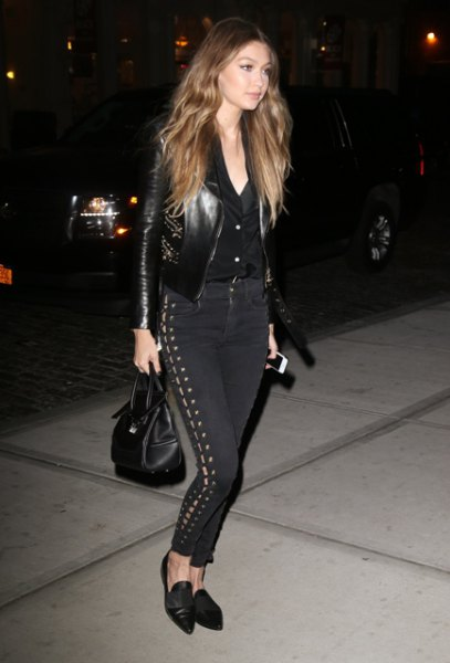 Leather jacket with shirt with buttons and black lace-up pants