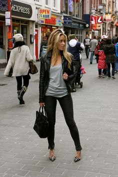Leather jacket with a gray top with a scoop neckline and skinny jeans
