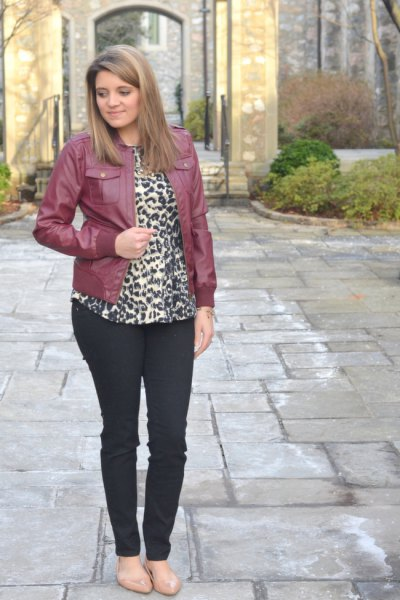 Leather jacket with blouse with leopard print