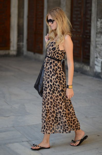 Maxi dress with leopard print and belt