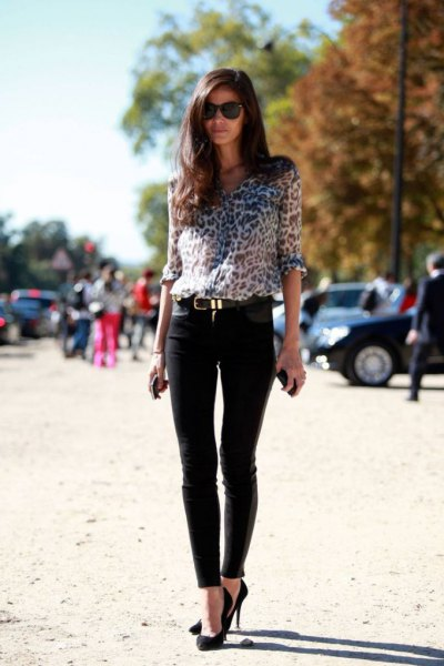Blouse with a leopard print, slim suit trousers and ballerinas