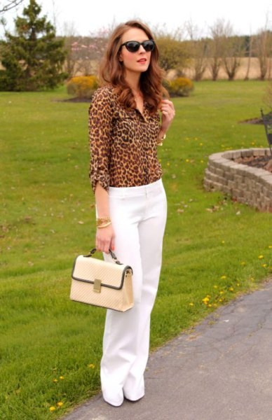 white chinos with wide legs and leopard print