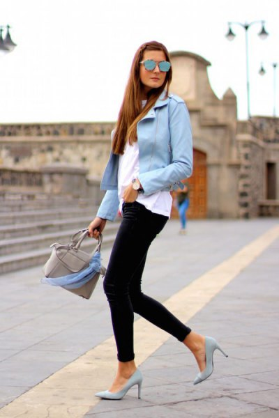 light blue blazer with white T-shirt and black skinny jeans