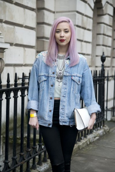 light blue boyfriend denim jacket with white short t-shirt and black jeans