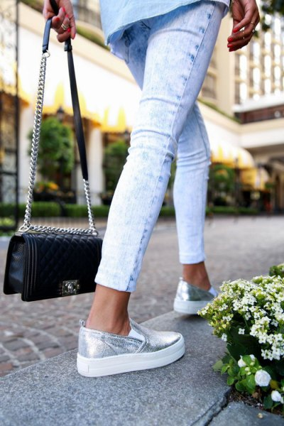 Light blue chambray shirt with buttons, short skinny jeans and silver platform sneakers