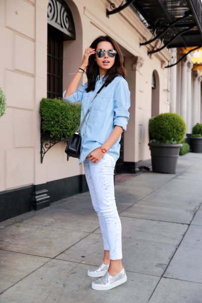 Light blue chambray shirt with buttons and white skinny jeans