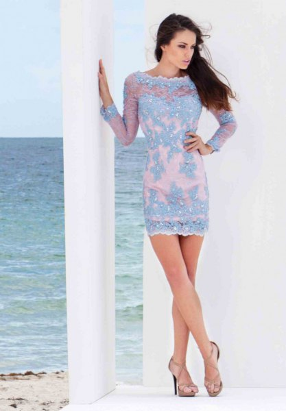 Light blue, figure-hugging mini dress with a boat neckline and pink open toe heels