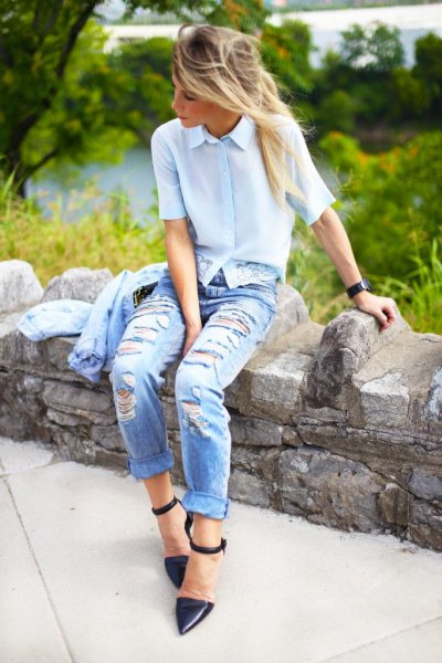 Light blue short sleeve shirt with boyfriend jeans