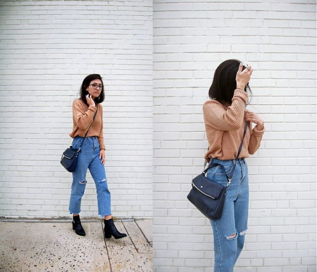 Light brown ribbed sweater with mom jeans