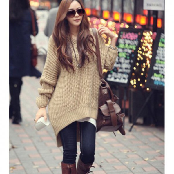 Oversized tunic sweater with light camel and dark blue skinny jeans