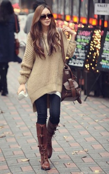 Light green, chunky, oversized sweater with dark blue skinny jeans and knee-high boots