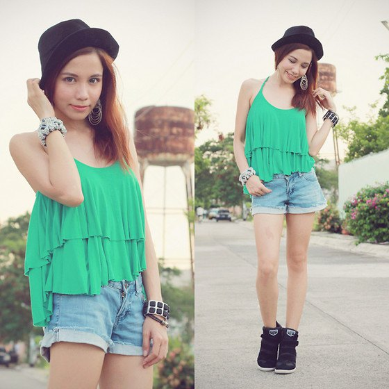 Light green ruffle tank top with scoop neckline and denim mini shorts