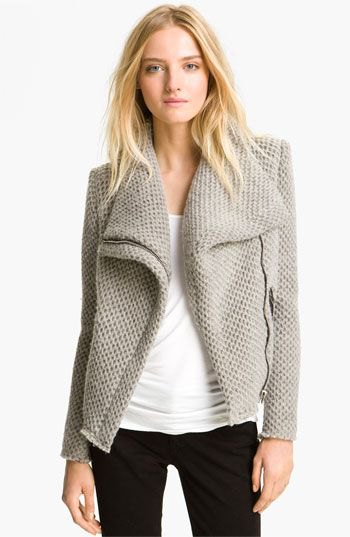 Light gray knitted blazer with a white top and black skinny jeans