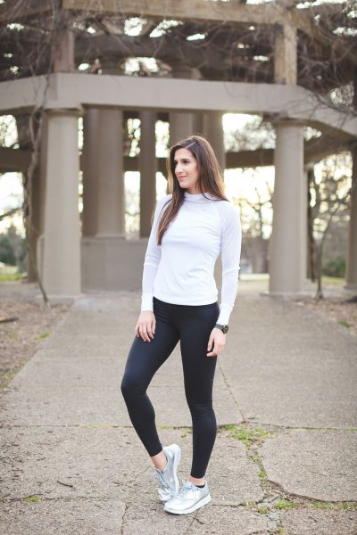 Light gray long-sleeved t-shirt with mock neck, black running pants and silver sneakers
