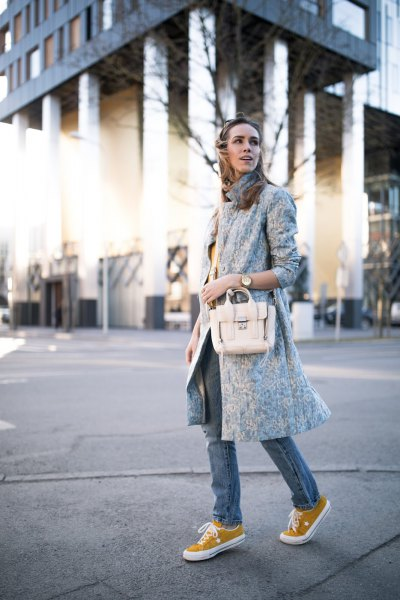 Light gray longline wool coat with skinny jeans
