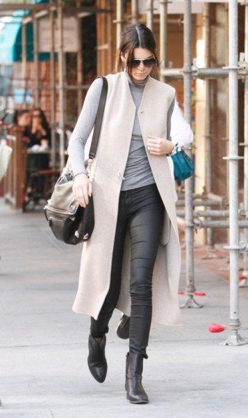 Light gray maxi wool vest with long-sleeved t-shirt with stand-up collar and waxed jeans