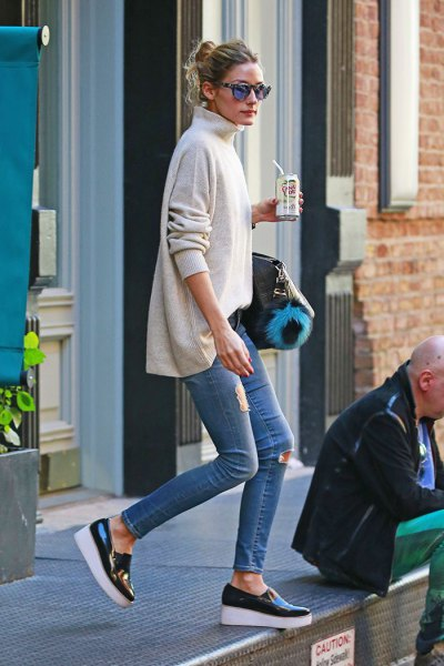 Lightly mottled, coarse-grained sweater with mock neck and leather platform sneakers